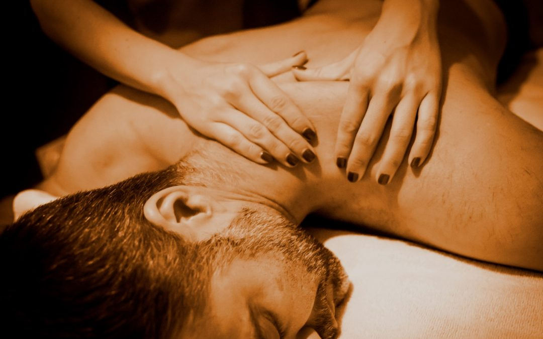 ¿Qué es un masaje descontracturante?